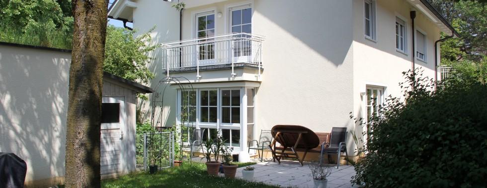 Traumhafte Maisonettewohnung mit großem Gartenanteil in  Waldperlacher Top-Lage